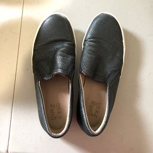 Naturalizer black slip on sneakers size 8W
